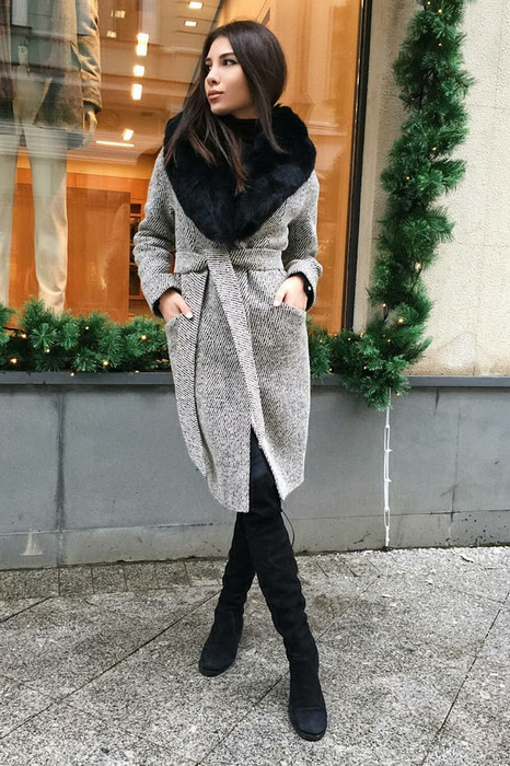 Теплое пальто с воротником песца