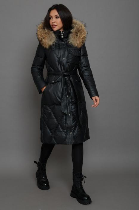 Серое пальто приталенного фасона